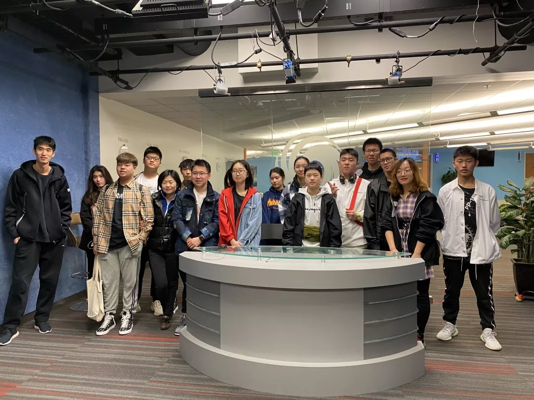 长春市实验中学与吉大附中游学团参观凤凰卫视美洲台