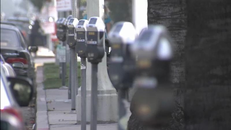洛杉矶即将恢复违章停车处罚,受新冠失业的民众可申请迟交或分期付款