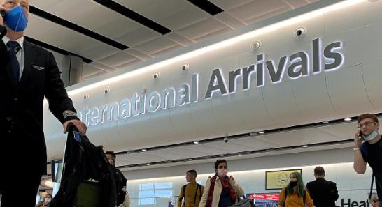 英国25日宣布来自西班牙的游客须隔离14天