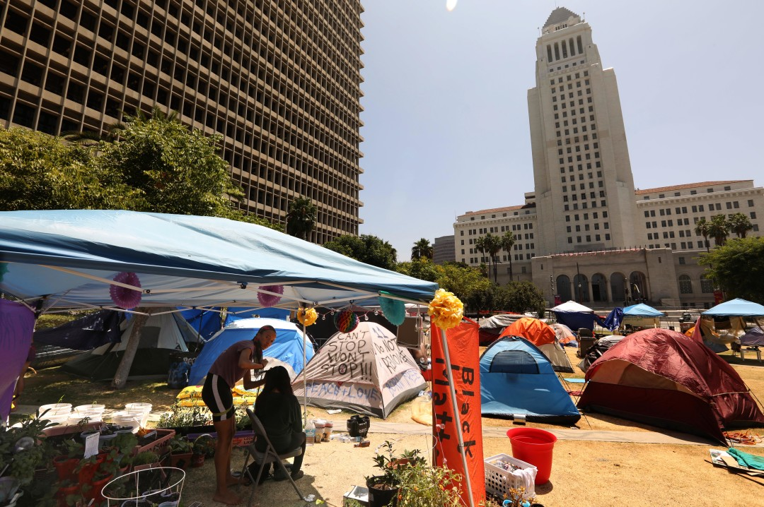 洛杉矶县关闭市中心Grand Park,并清除抗议者营地