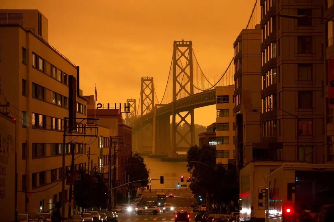 西海岸野火持续肆虐,大火造成三州至少35人死,烟雾吹向纽约