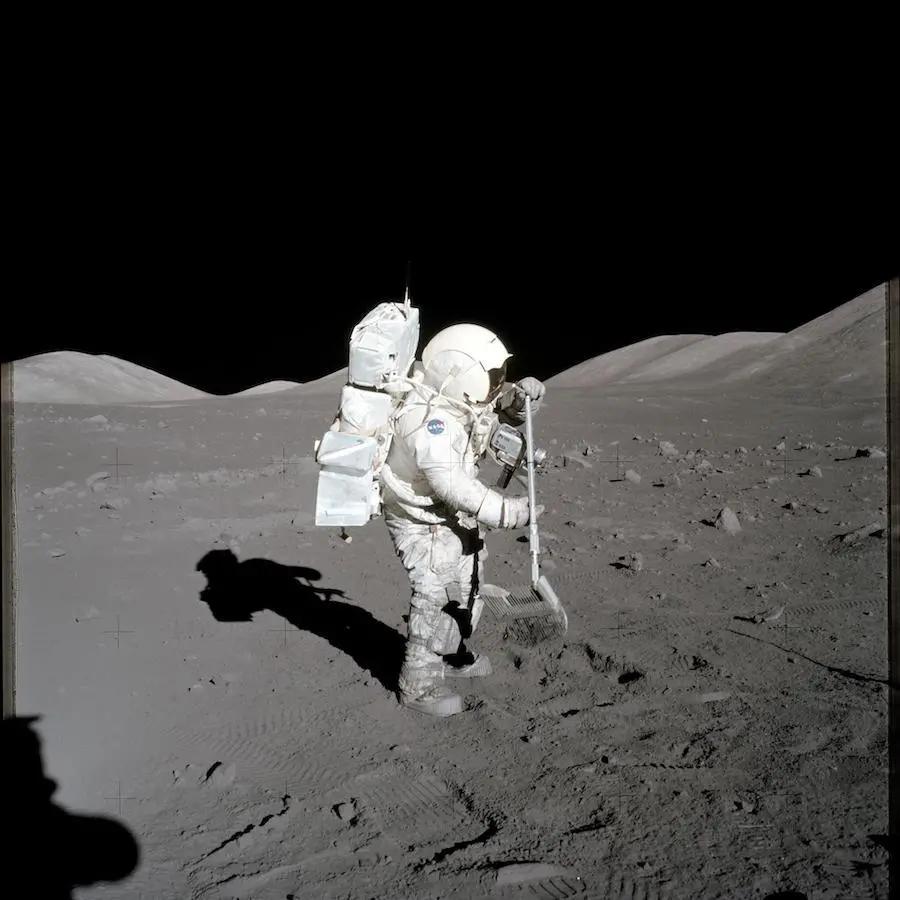 NASA发布登月计划 将送首位女性登上月球