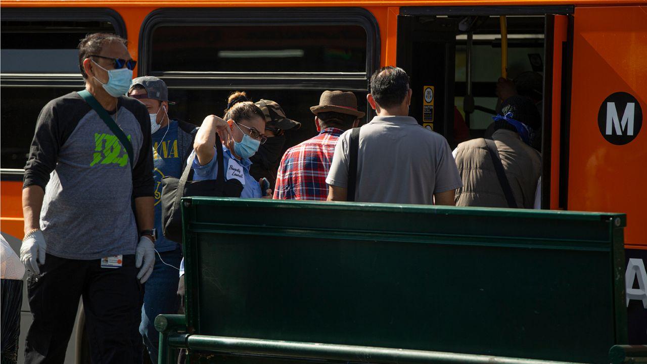 洛杉矶大都会交通局将削减20%公交和地铁服务