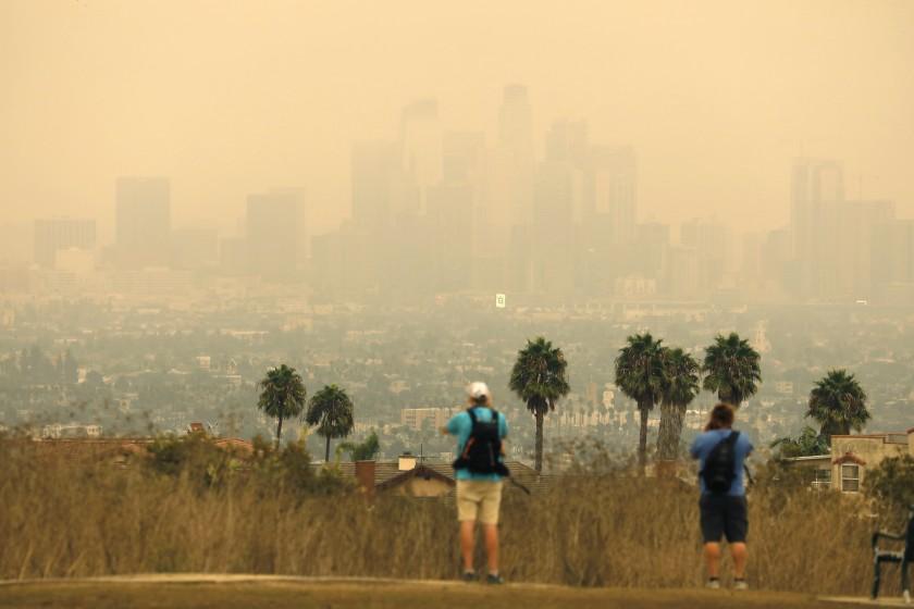 东洛杉矶地区的空气污染可能由山猫野火的灰烬所致
