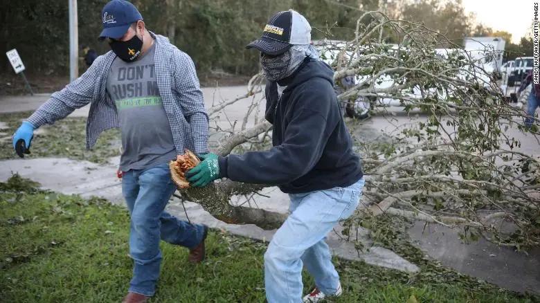 飓风泽塔肆虐美国南部 至少五人死亡