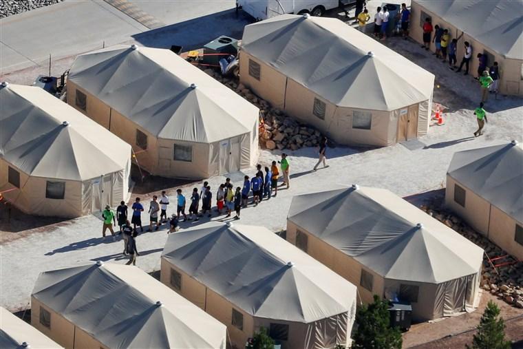 """特朗普政府非法移民""""零容忍""""政策导致545名儿童父母仍下落不明"""
