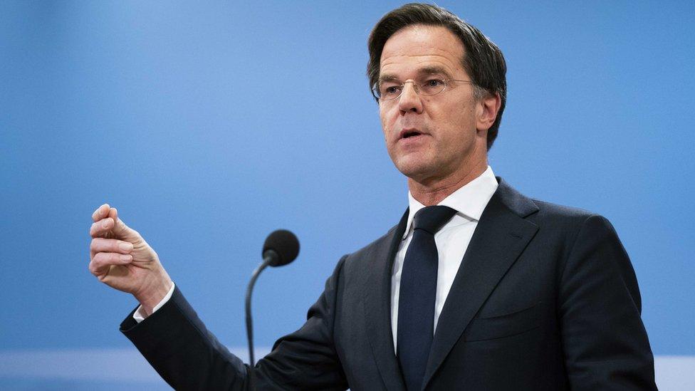 荷兰总理吕特领导的政府集体向亚历山大国王提交辞呈
