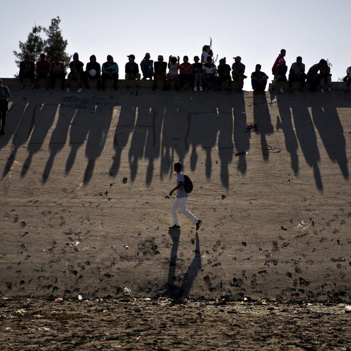 大批南美洲移民卡在美墨边境等待新政府兑现移民承诺