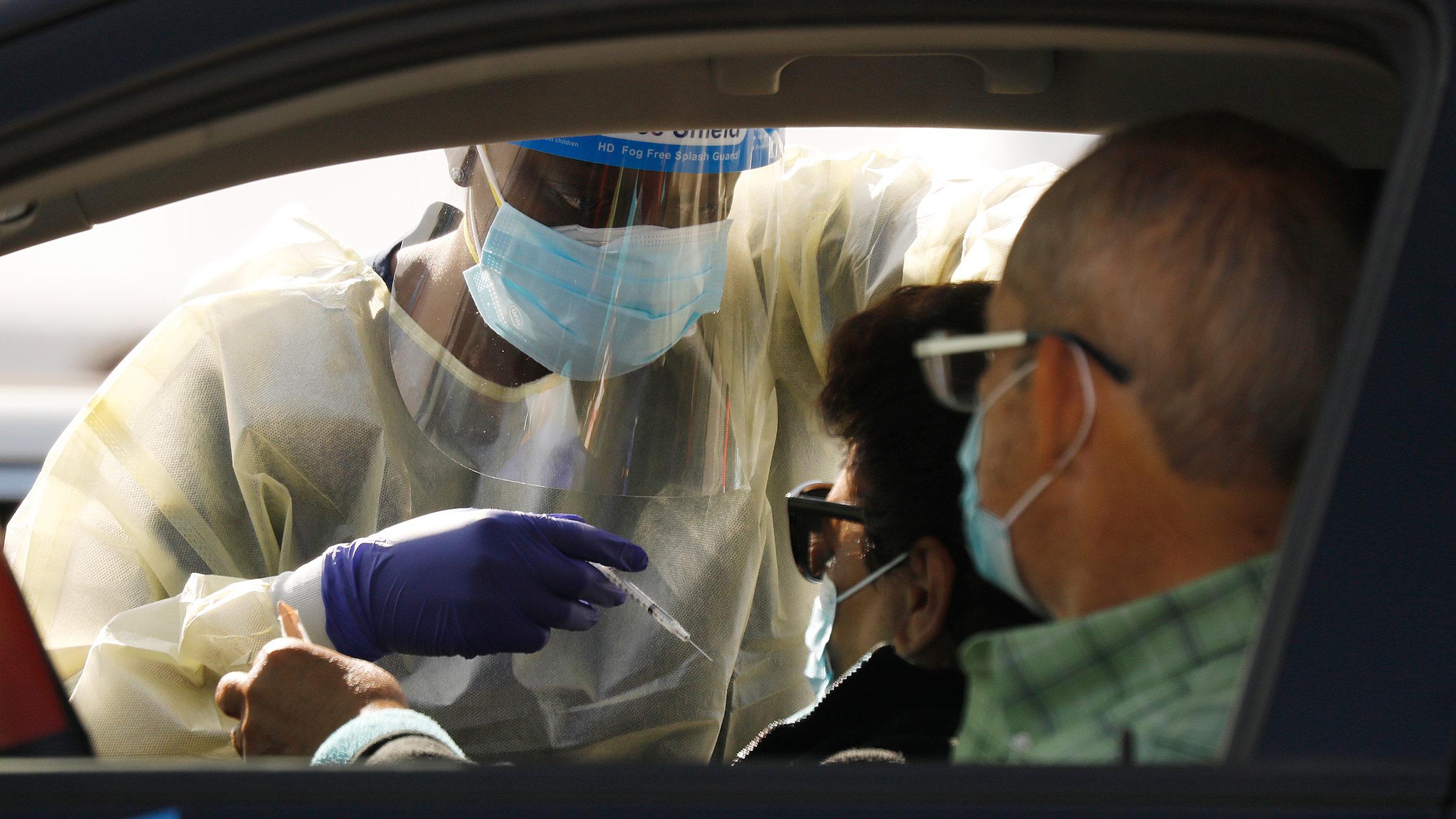 """1/22美国疫情更新:英国冠状病毒变异可能与""""更高的死亡率""""有关;洛杉矶疫情趋缓 新增病例、住院率下降"""