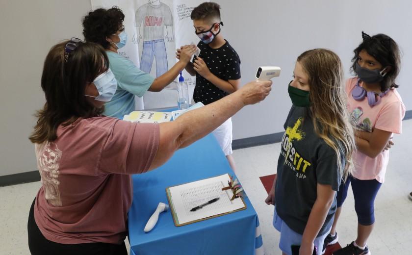 洛杉矶学区计划让学童接种疫苗后方能重返校园