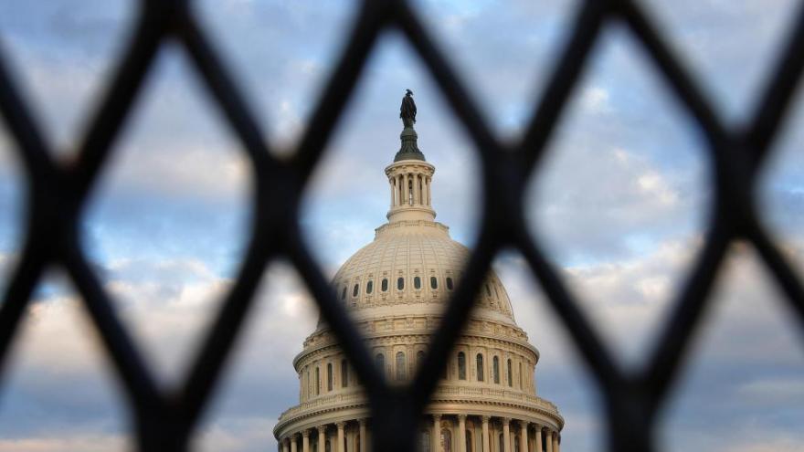 美国会处于高度戒备状态!情报显示民兵组织或于3月4日冲击国会;众议院调整议程避免风险