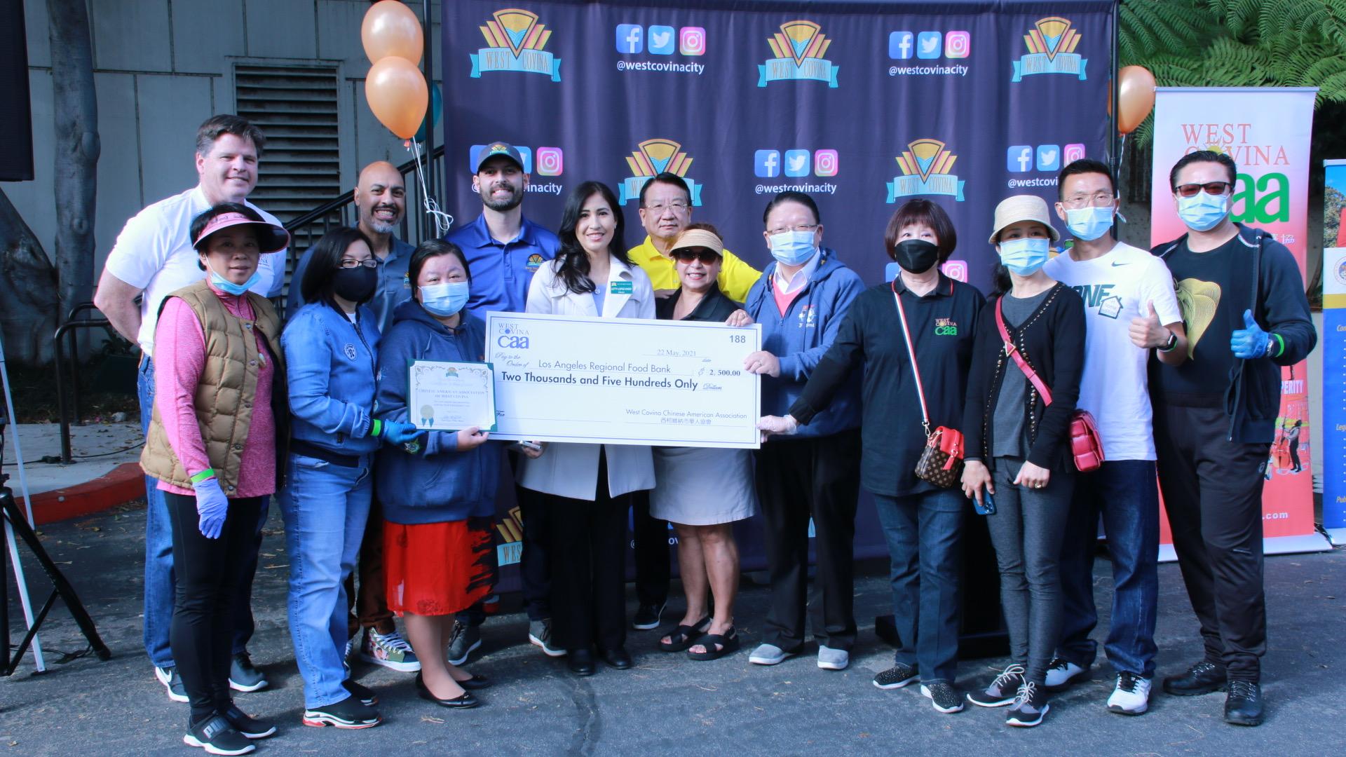 南加州西科汶纳华人协会爱心回馈小区 向洛杉矶FOOD BANK捐款