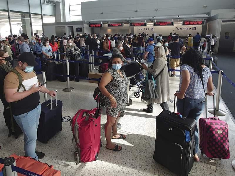 美国乘机出行上周日超过200万人次,自3月疫情以来最高