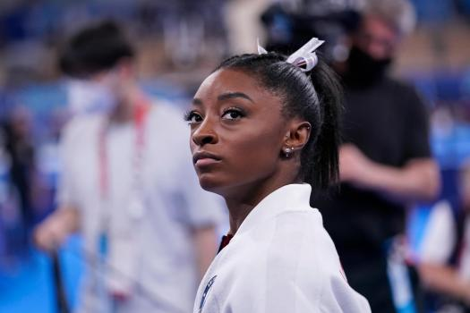 美国体操名将西蒙娜·拜尔斯因健康问题退出决赛!