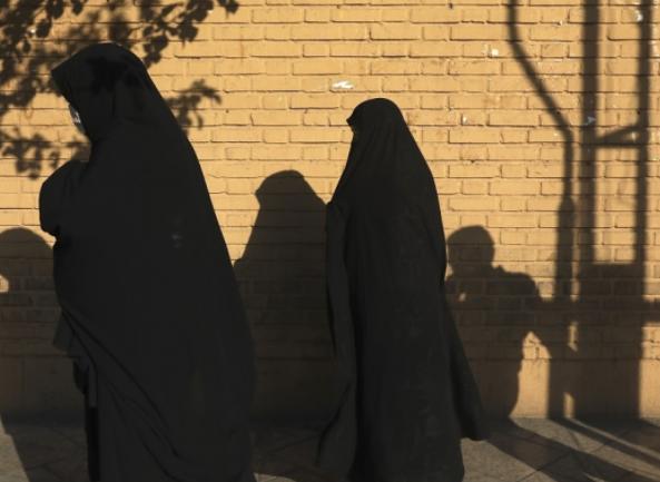 伊朗单日新增首次突破3.7万人