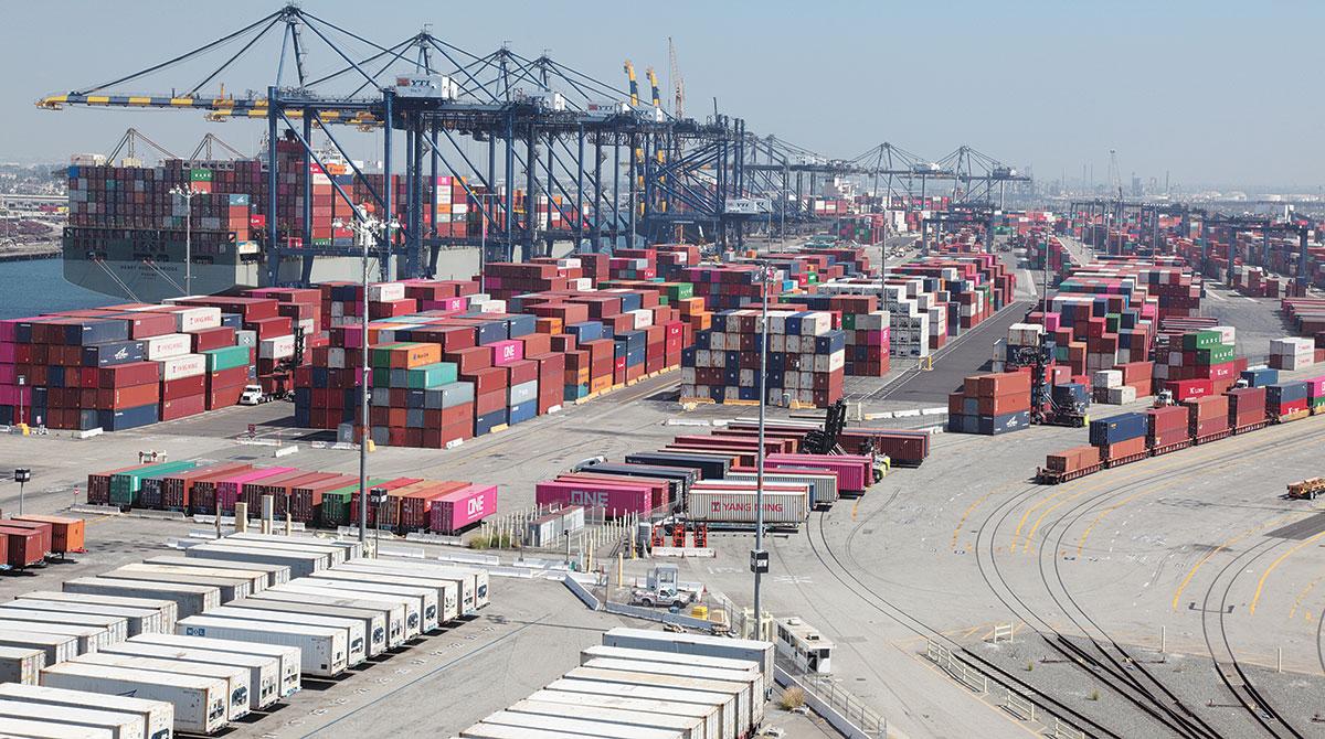 洛杉矶港与长滩港受年终备货影响出现拥堵现象