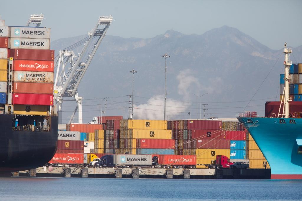 洛杉矶港与长滩港受疫情影响船只堵塞达历史水平