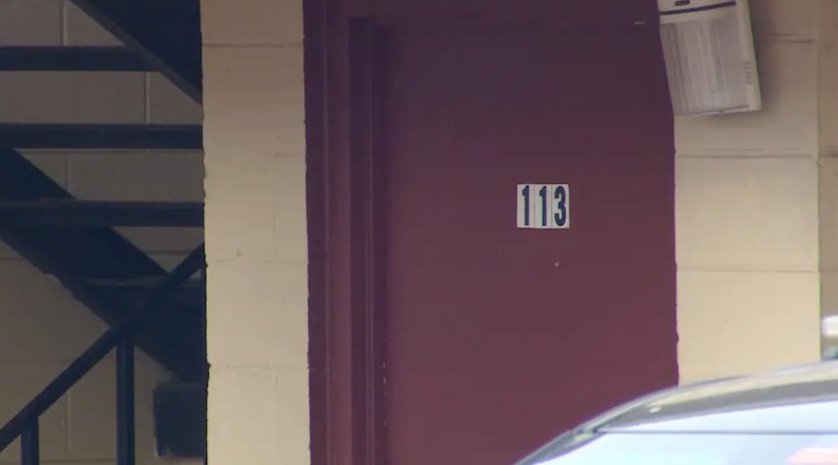献祭+焚烧!?得州男子在旅馆房间内杀死并肢解三人